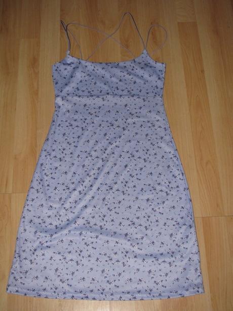 Fialkové šaty, 36