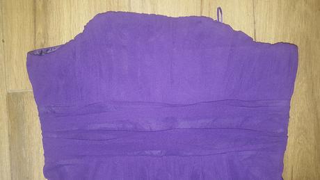Fialové šaty, 44