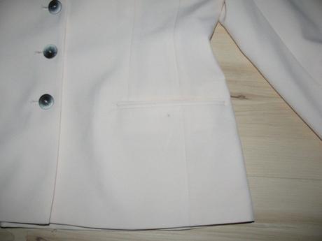 Krémový kostým, 40