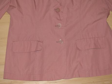 Ružový kostým, 40