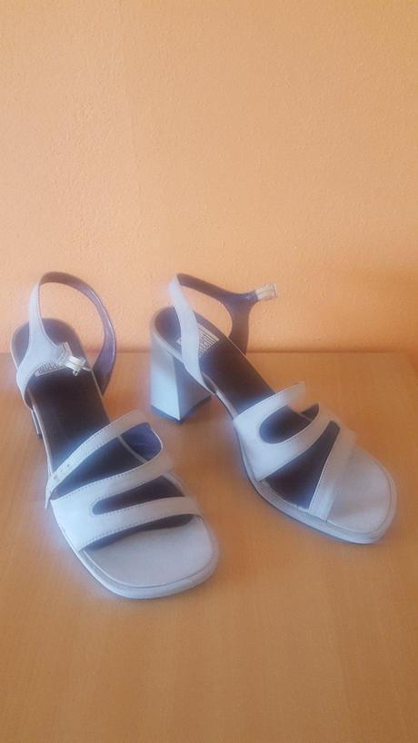 Sivé sandále, 39
