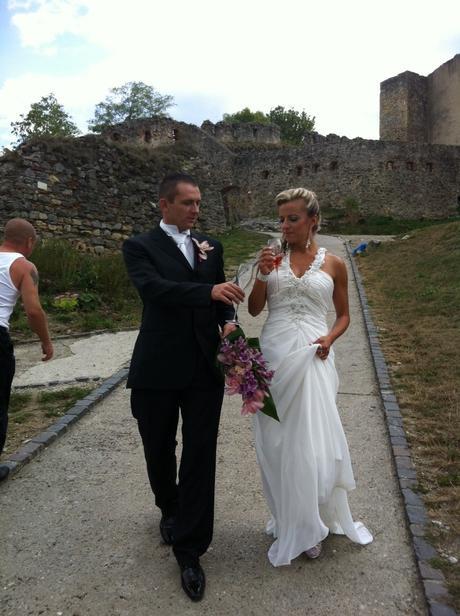 Svadobné šaty s holým chrbátom, 36