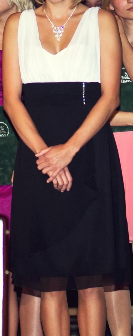 Čiernobiele spoločenské šaty, 36