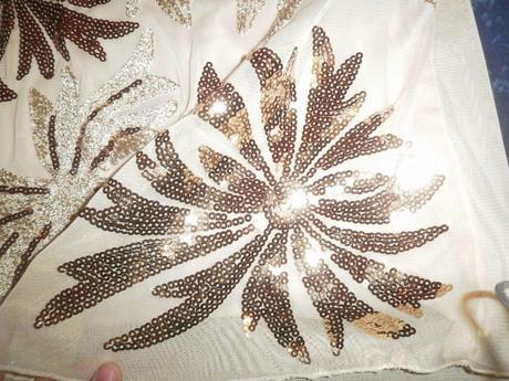 Flitrované šaty s kvetmi, L