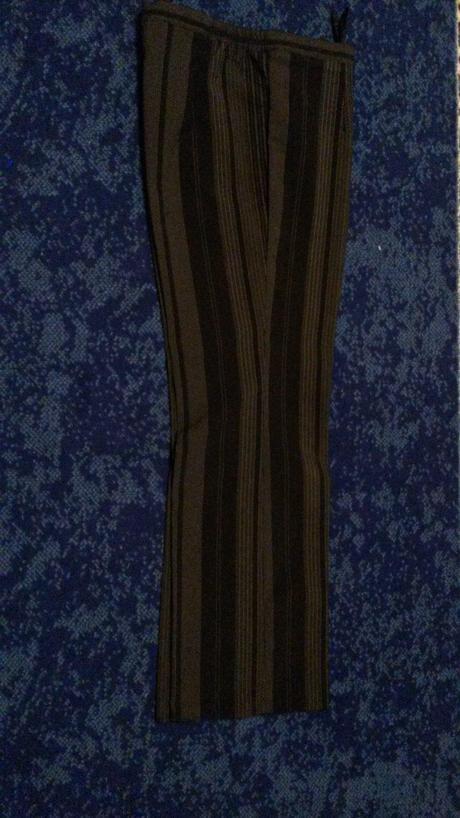 Nohavicový kostým, 42