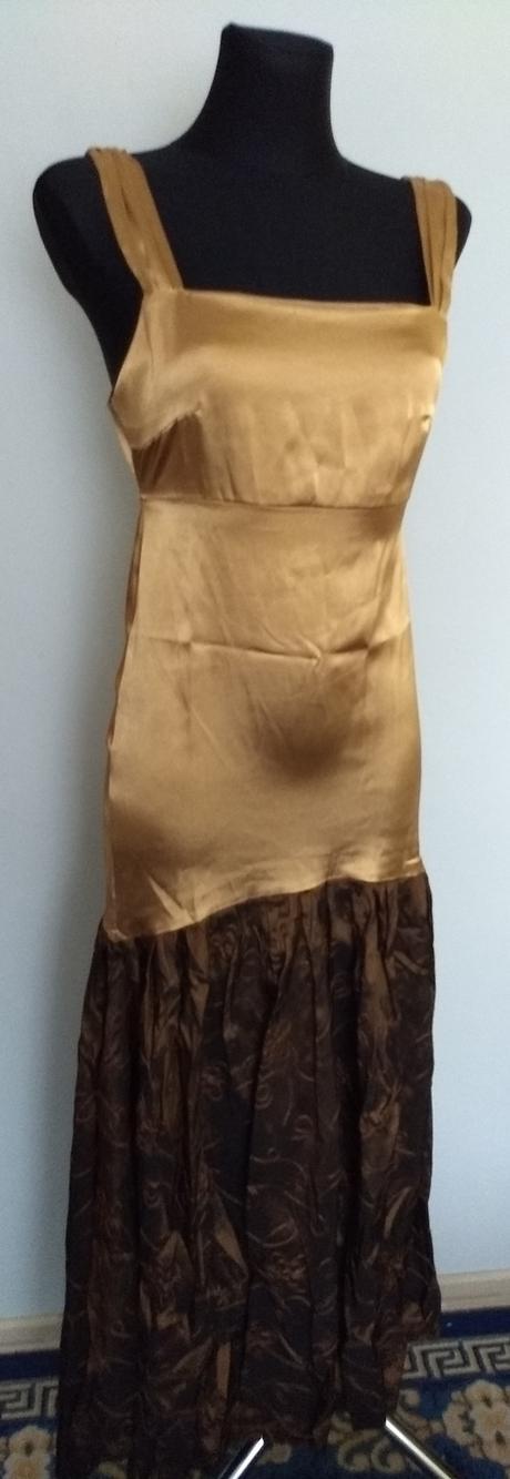 Spoločenské šaty s výstrihom na chrbte, L