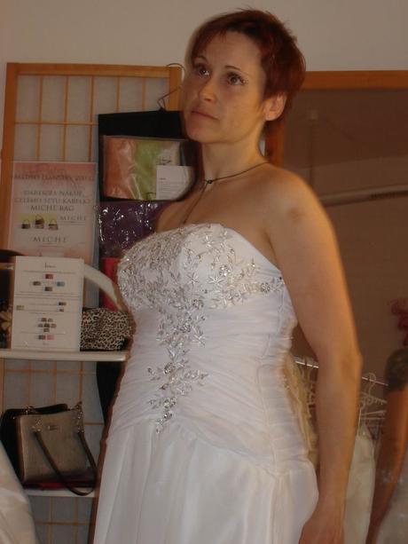 Bílé svatební šaty (možno i pro těhotné), 42
