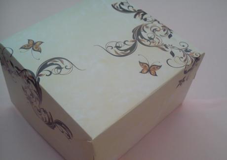 Krabička na výslužku béžová s motýlkem,
