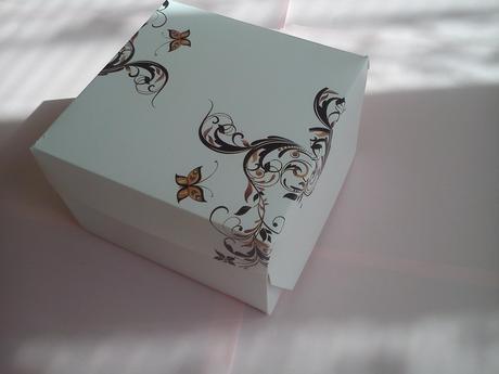 Krabička na výslužku bílá s motýlkem,