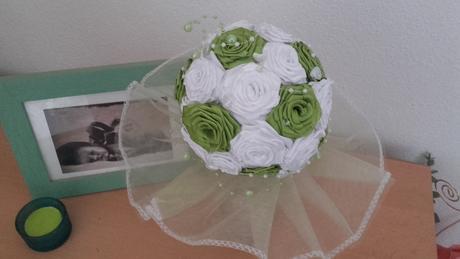 Zeleno biela kytička,