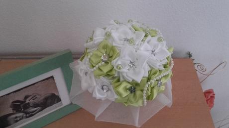Zeleno biela látková kytička,