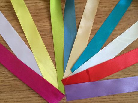 Satenové stuhy, různé barvy a šířky,