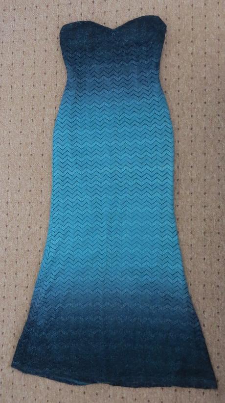 Bezramienkové spoločenské šaty + kravata, 40