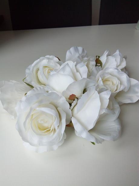 uměla bílá růže látková,