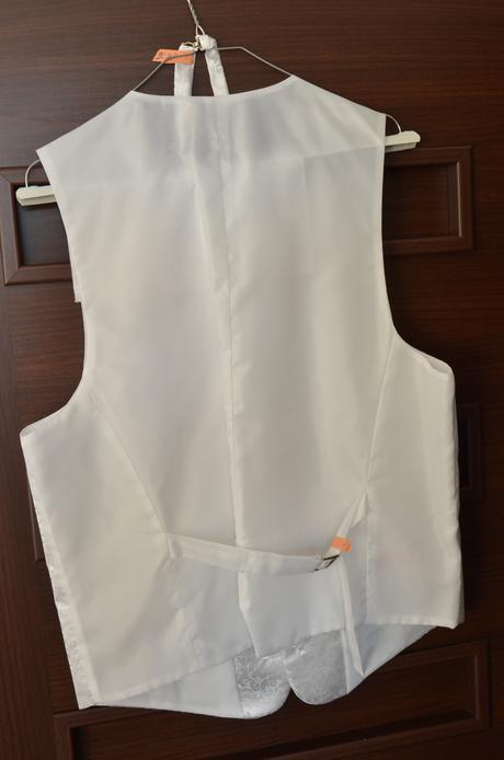 Svdobná vesta s kravatou a vreckovkou, 54