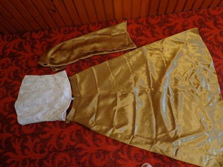 korzet + dvakrát dlhá sukňa, 38