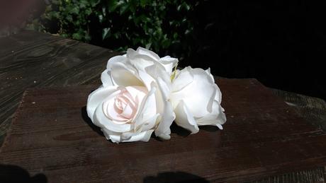 4 ks bílých umělých růží,
