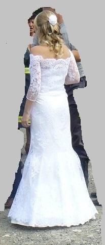 Decentní celo-krajkové šaty s rukávem, 38