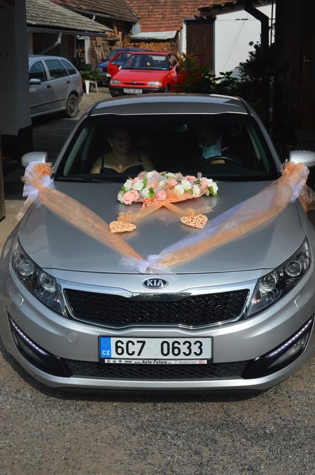 Dekorace na auto nevěsty ,