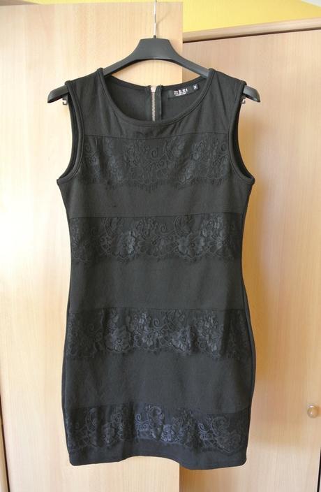 Čierne čipkované spoločenské šaty, L