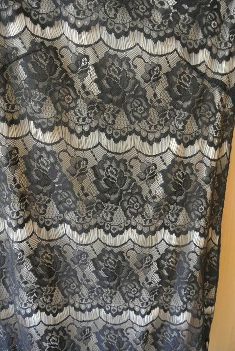 Čierne šaty s perličkami veľ. 36-38, 36
