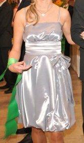 Strieborné/Sivé lesklé šaty, 38