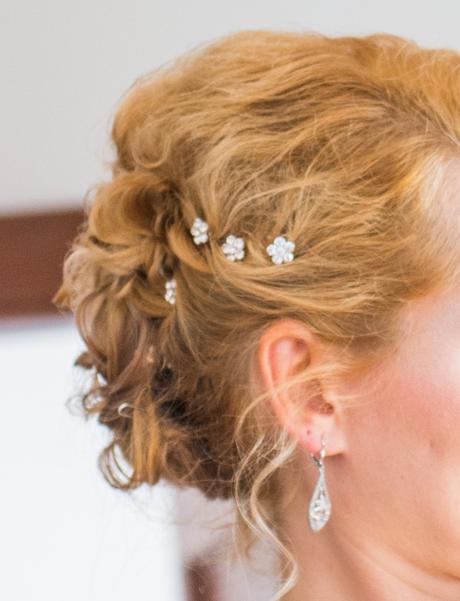 Kvety s krištáľmi do vlasov,