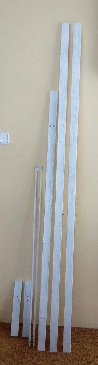 Slavobrána dřevěná bílá,