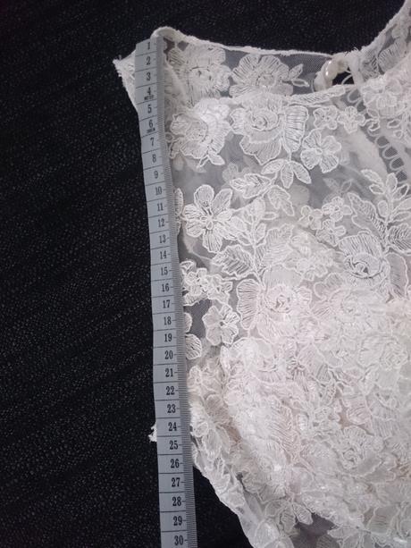 Svatební šaty se závojem, 38