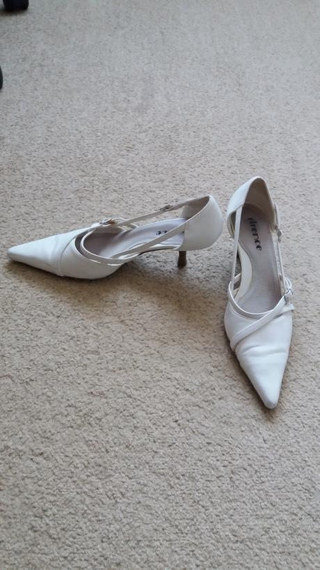 Bílé boty na podpatku do špičky, 39
