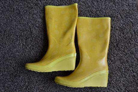 žluté gumáky na focení, 38
