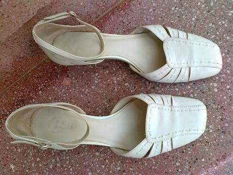 Elegantní bílé střevíčky kožené, Baťa, 38
