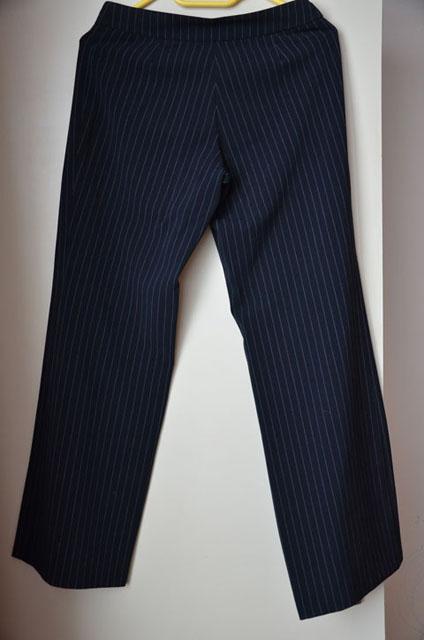 Dámský kalhotový kostýmek, 36