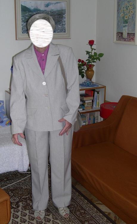 Svetlosivý nohavicový kostým, 44