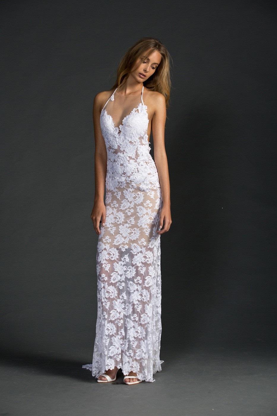 7923721e2d3 Plážové krajkové svatební šaty