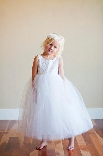 Bílé šaty pro družičku - od 2-12let, 104