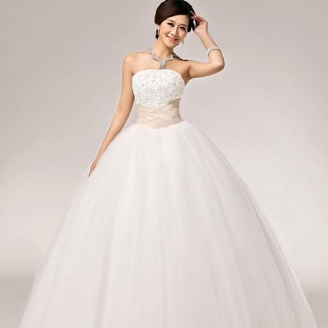 Bílé svatební šaty - nadýchané, 34