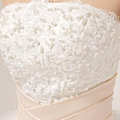 Bílé svatební šaty - nadýchané, 40