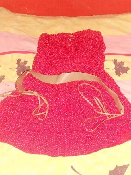 červené šatky s bielymi guličkami, 38
