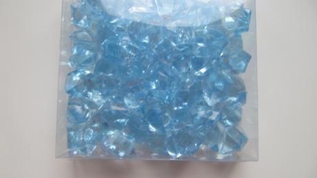 Světlemodré  vývazky a krystalky,