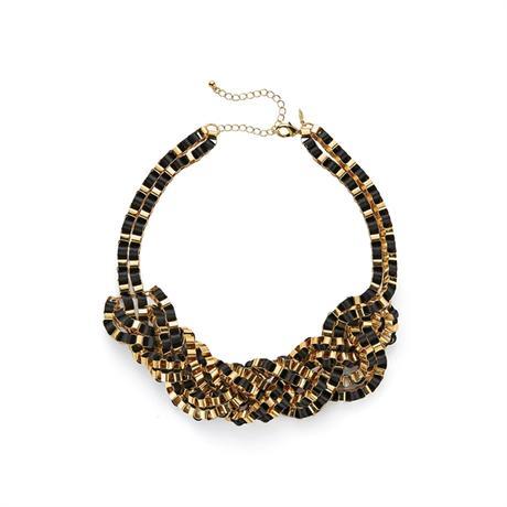 Prepletený náhrdelník,