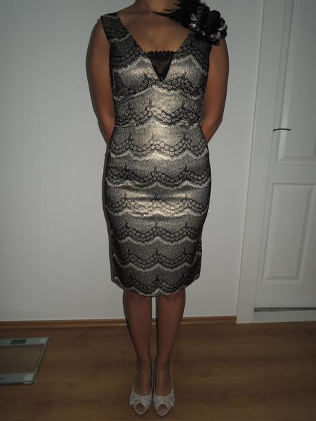 zlatočierne šaty, S