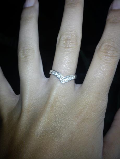 Pevný stříbrný prstýnek,