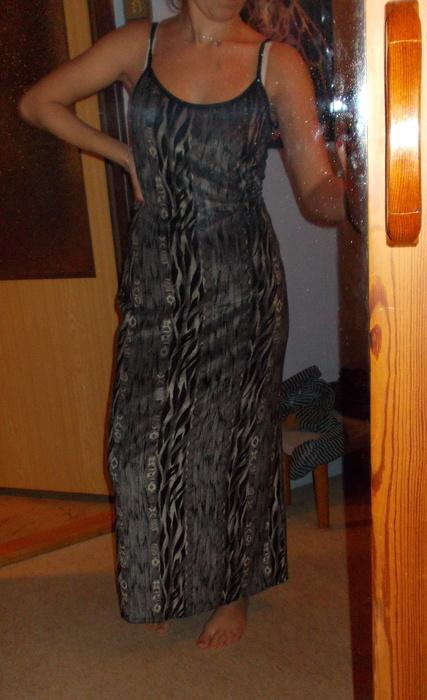 Šedé šaty z Francie, M