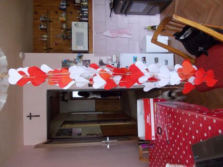 Srdíčkové girlandy- 22 ks, červená a bílá,