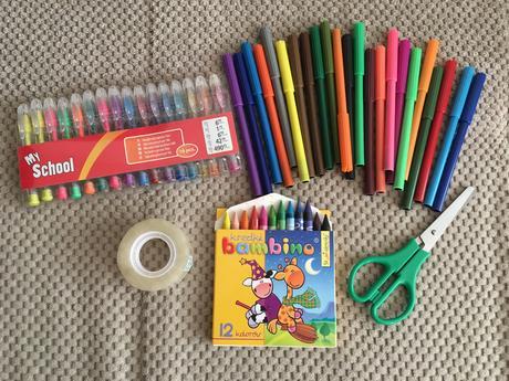 Balík barevných popisovačů ke knize hostů,