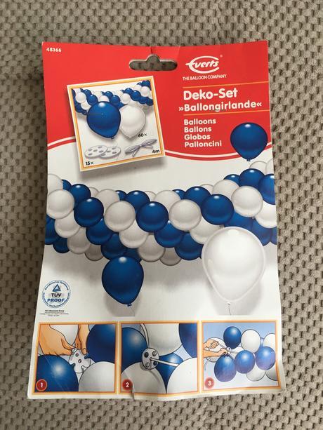Bílo-modrá velká balonková dekorace - girlanda,