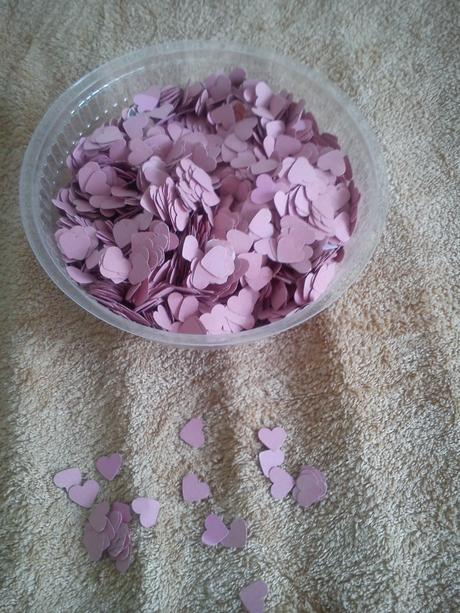 Srdíčkové konfety,