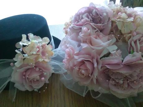 Ozdoby na auta nevěsty a ženicha,