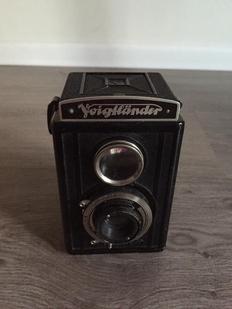 Starožitný fotoaparát vhodný jako rekvizita,